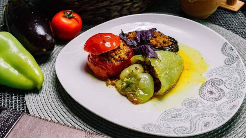 Ardei umpluți cu orez și carne tocată - un preparat tradițional românesc