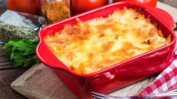 Musaca de cartofi - ideală pentru un prânz în familie