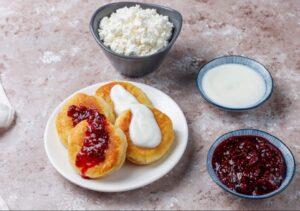 Papanași moldovenești cu brânză și dulceață