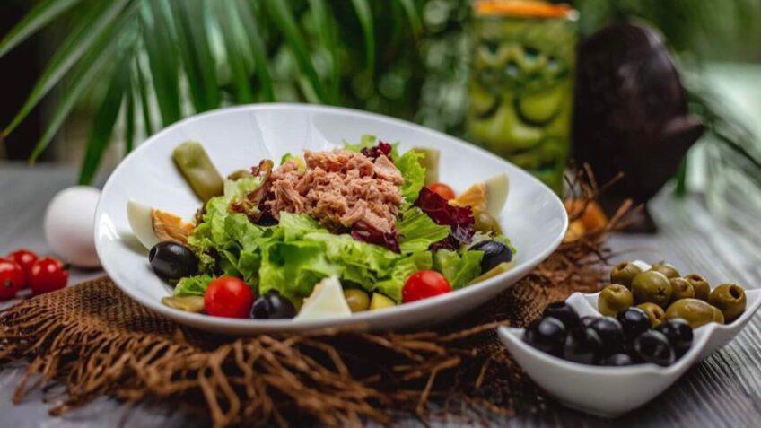Salata cu ton - o rețetă ușoară și gustoasă